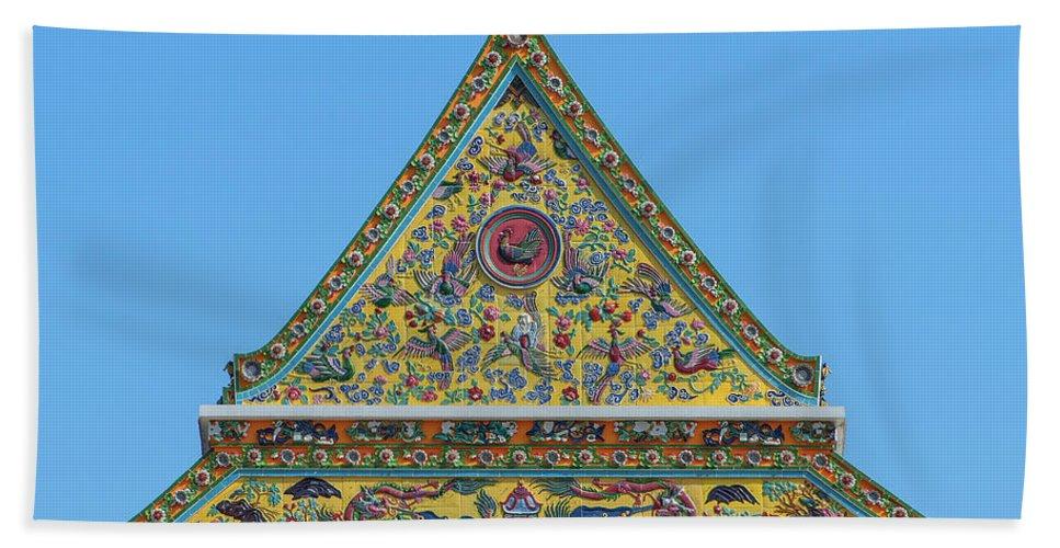 Scenic Beach Towel featuring the photograph Wat Ratcha Orasaram Phra Wihan Gable Dthb0862 by Gerry Gantt