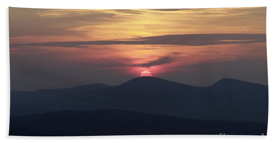 Alpenglow Beach Sheet featuring the photograph White Mountains Nh - Sunset by Erin Paul Donovan