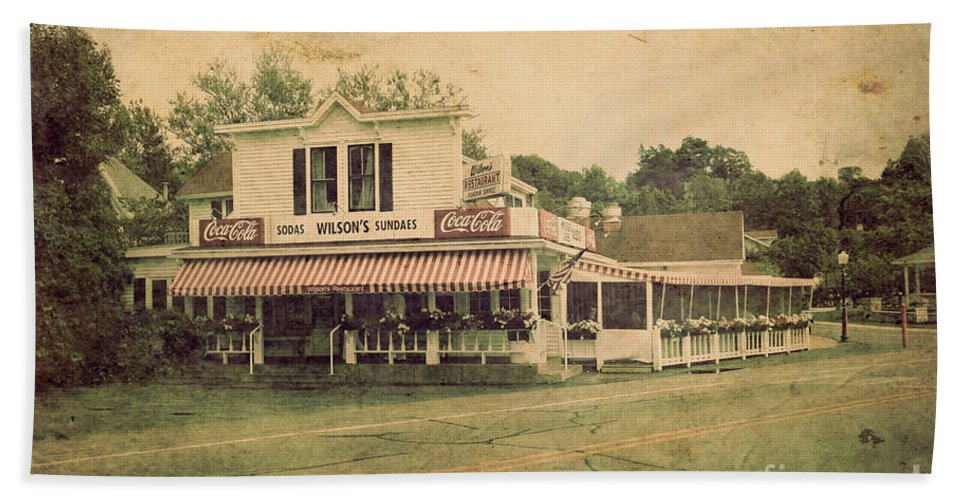 Wilson's Beach Towel featuring the photograph Wilson's Restaurant And Ice Cream Parlor by Joel Witmeyer
