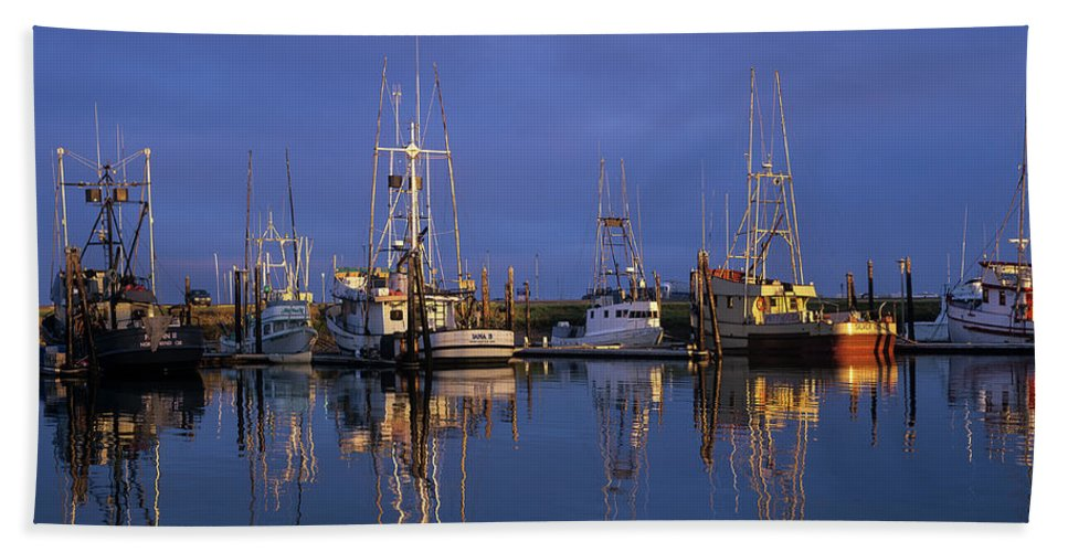 Boats Beach Towel featuring the photograph Winchester Bay Reflections by Robert Potts