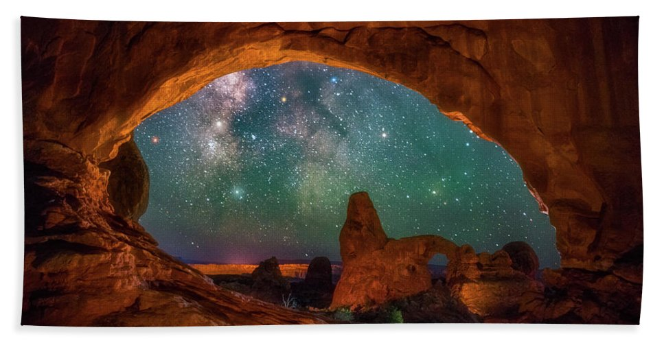 Night Sky Beach Towel featuring the photograph Window To The Heavens by Darren White