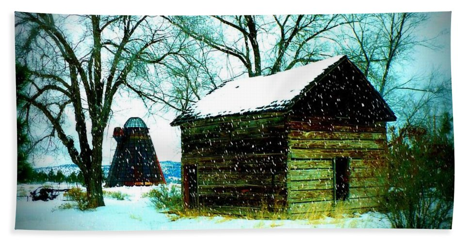 Winter Landscape Beach Towel featuring the photograph Winter Barn And Silo by Carol Groenen