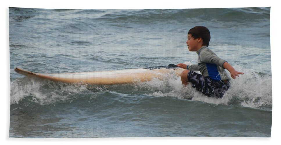 Beach Beach Towel featuring the photograph Wipe Out by Rob Hans