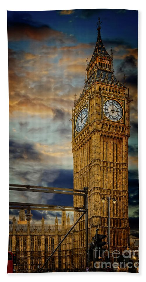 Big Ben Beach Sheet featuring the photograph Big Ben London City by Adrian Evans