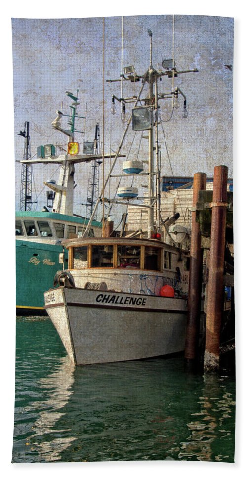 Newport Beach Towel featuring the photograph Challenge by Thom Zehrfeld