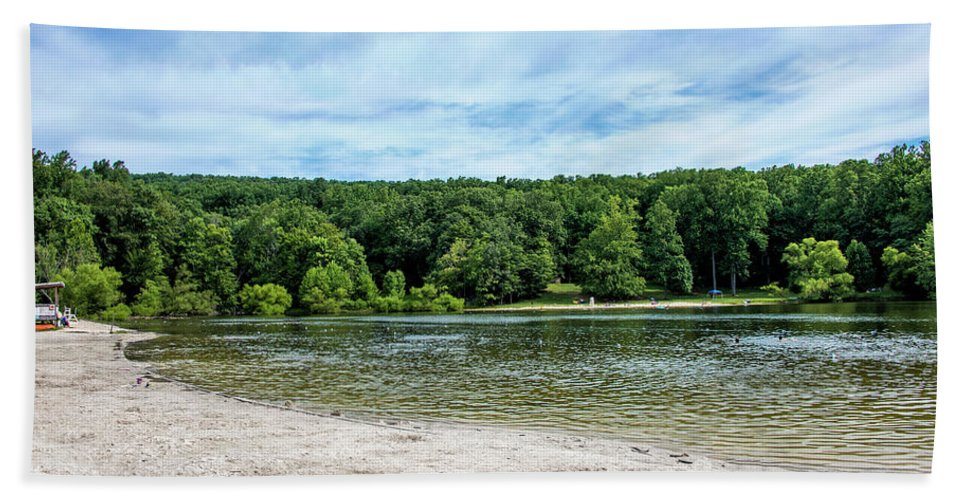 Hunting Creek Lake Beach Towel featuring the photograph Hunting Creek Lake In Cunningham Falls State Park - Maryland by Brendan Reals