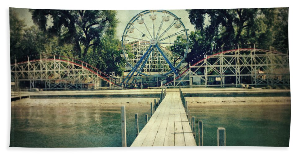 Ferris Wheel Beach Towel featuring the photograph Arnolds Park by Julie Hamilton