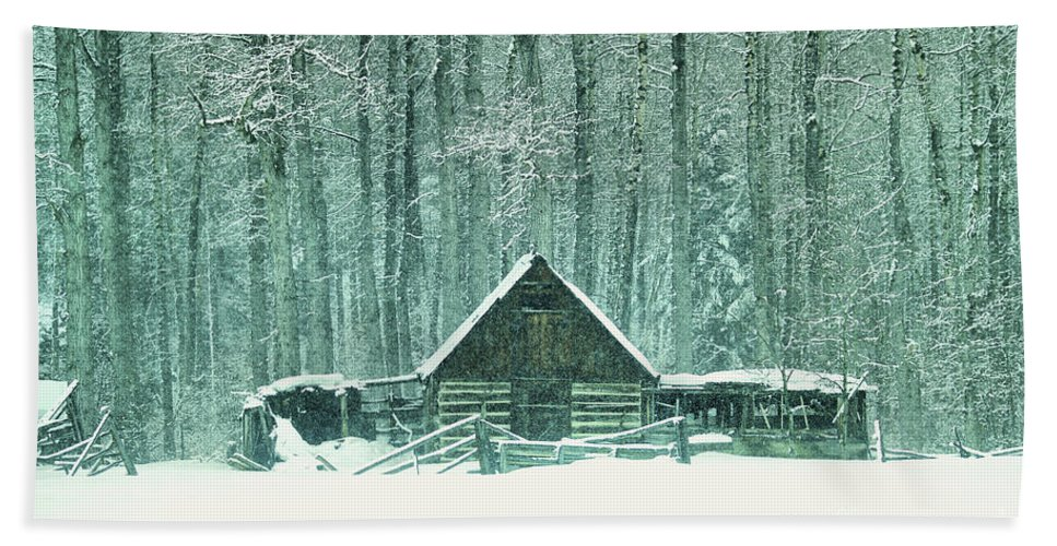 Barn Beach Towel featuring the photograph Barn In Snowfall by Jeff Swan
