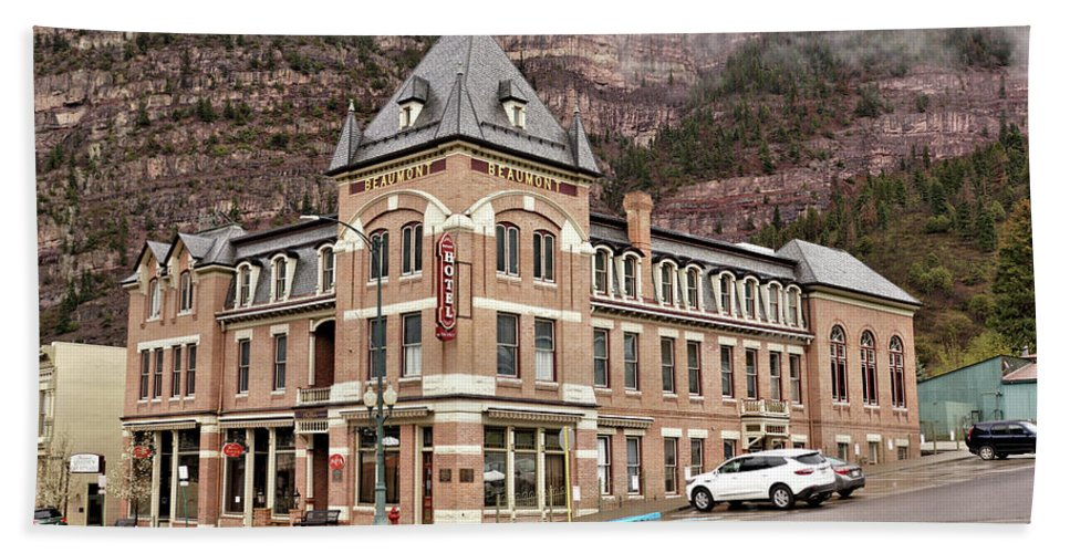 Building Beach Towel featuring the photograph Ouray Colorado - Architecture - Hotel by John Trommer