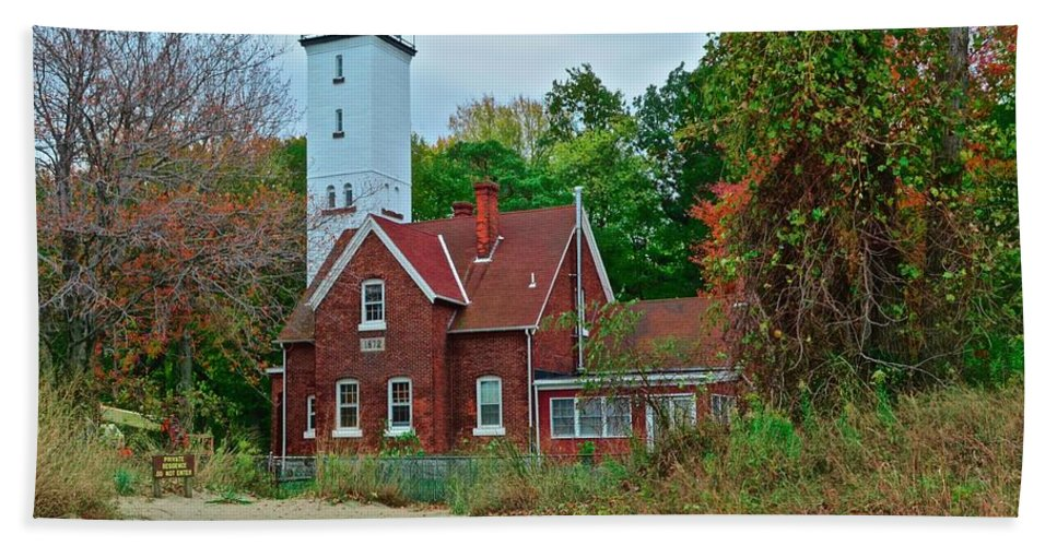 Presque Beach Towel featuring the photograph Presque Isle Lighthouse by Frozen in Time Fine Art Photography