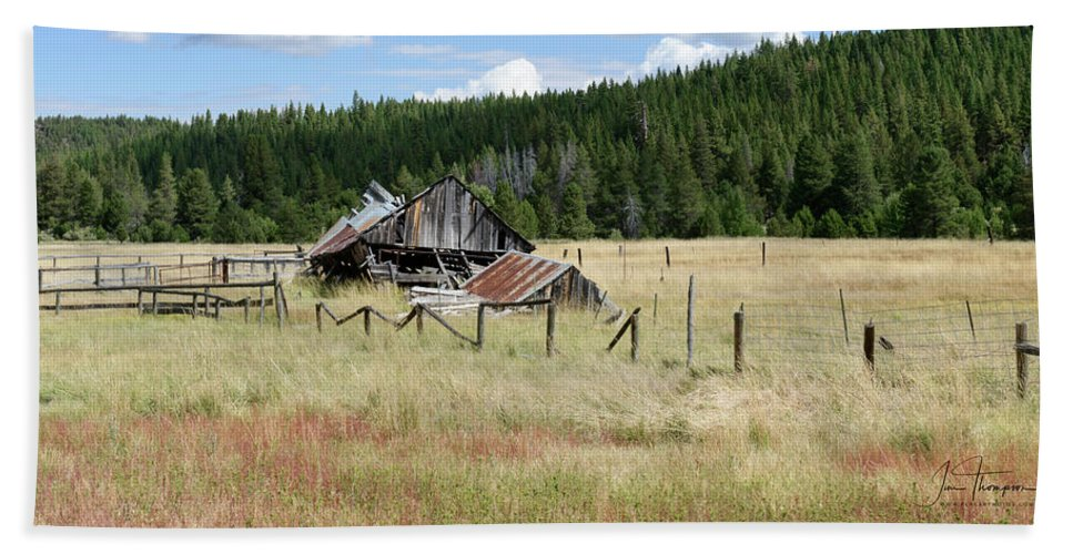 Landscapes Beach Towel featuring the photograph The Old Barn by Jim Thompson