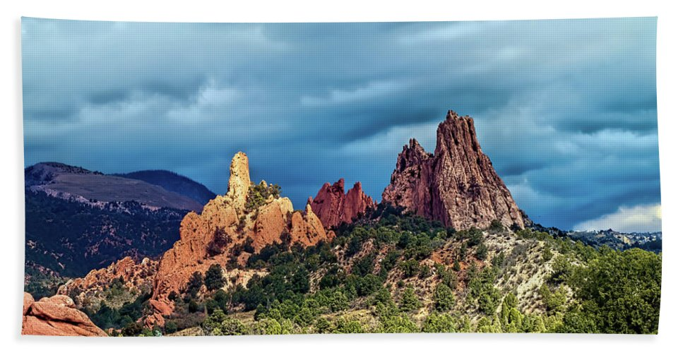 Garden Of The Gods Beach Towel featuring the photograph The Way Between by Alana Thrower