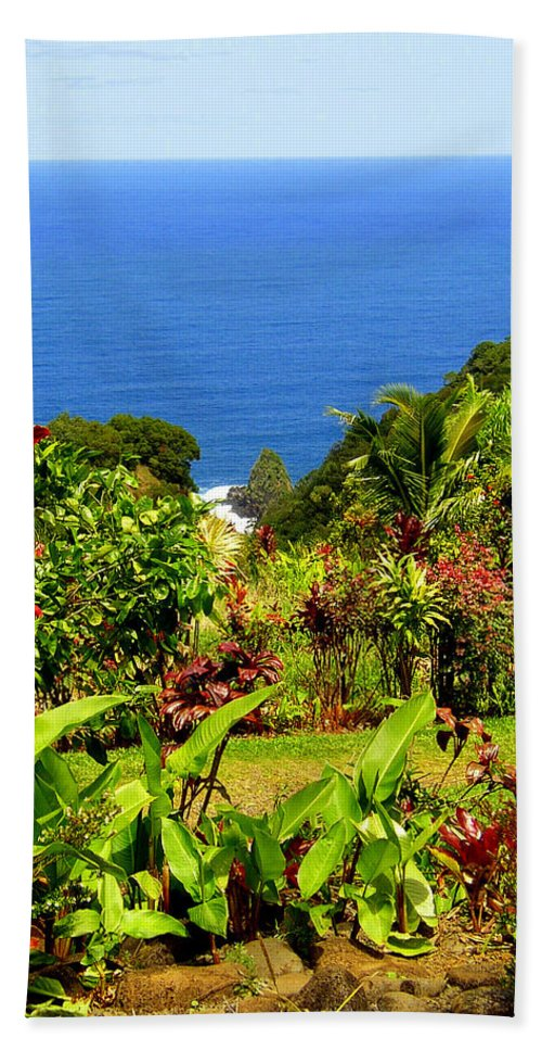 Maui Beach Towel featuring the photograph There Is A Paradise - Maui Hawaii by Glenn McCarthy Art and Photography