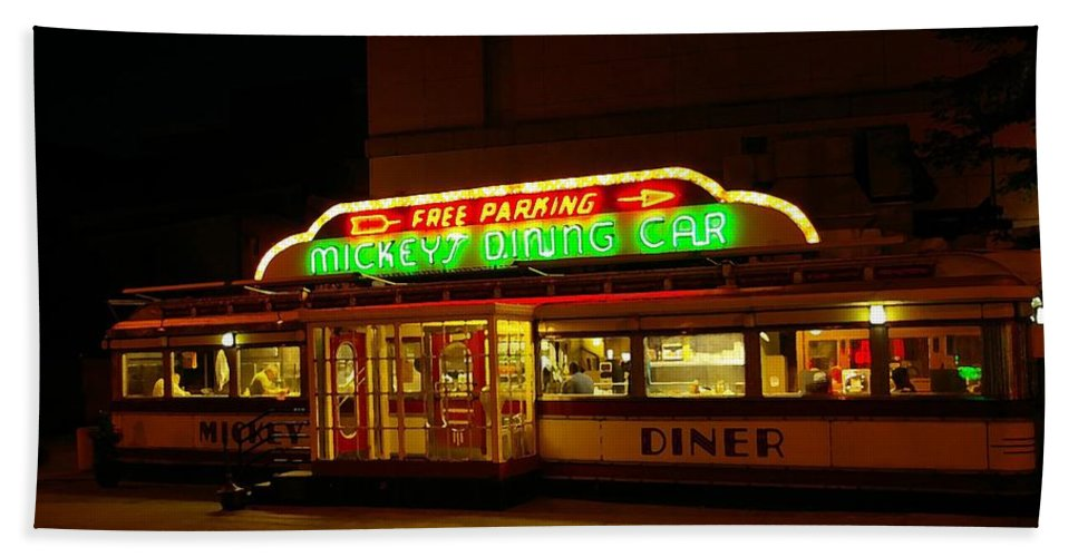Diner Beach Towel featuring the photograph Mickey's Diner by Tom Reynen