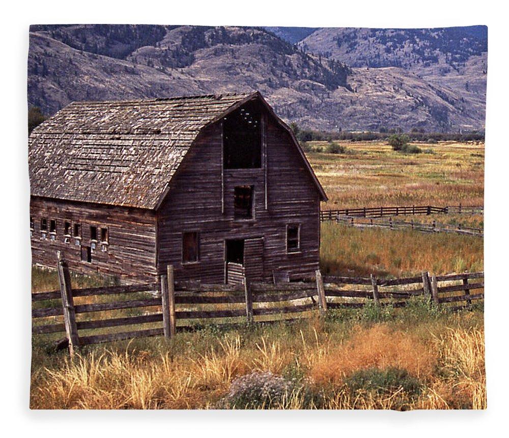 Old Barn Fleece Blanket featuring the photograph Abandoned Barn by Richard Farrington
