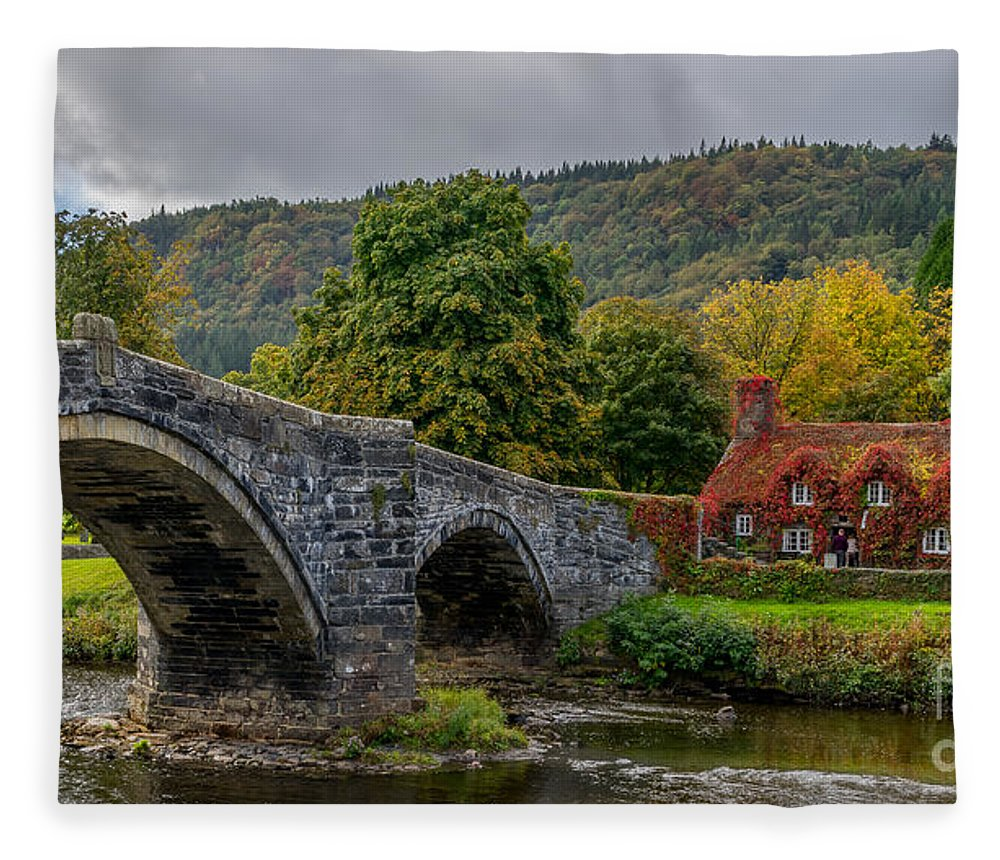 Autumn Fleece Blanket featuring the photograph Autumn Cottage by Adrian Evans