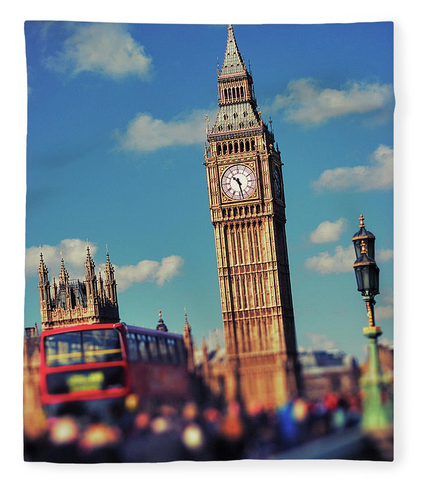 Clock Tower Fleece Blanket featuring the photograph Big Ben And Commuter Traffic by Doug Armand