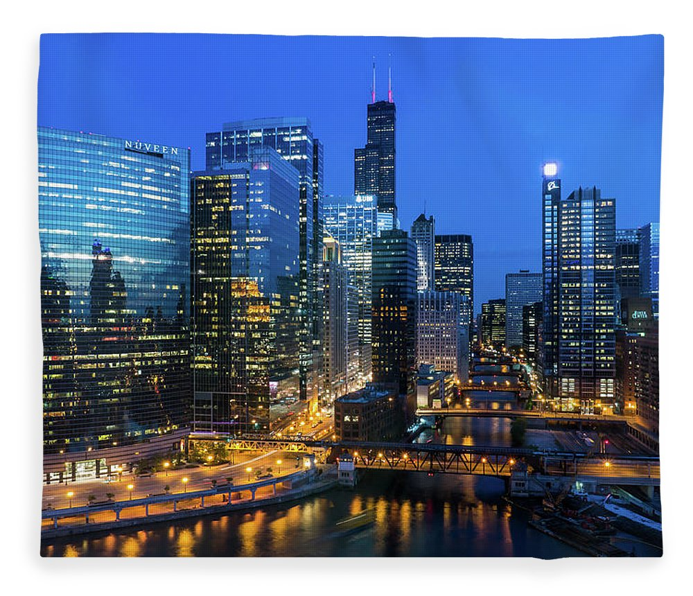 Tranquility Fleece Blanket featuring the photograph Chicago Skyline by Michael Lee