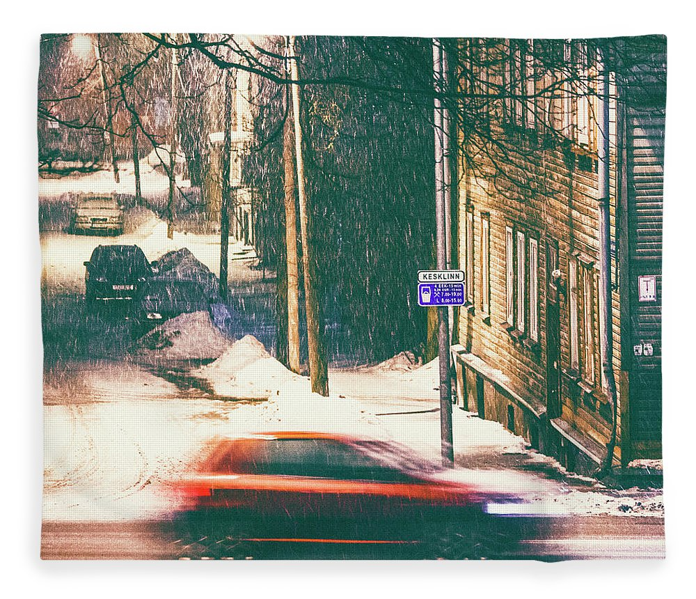 Curve Fleece Blanket featuring the photograph Heavy Snowfall In Town by Peeterv