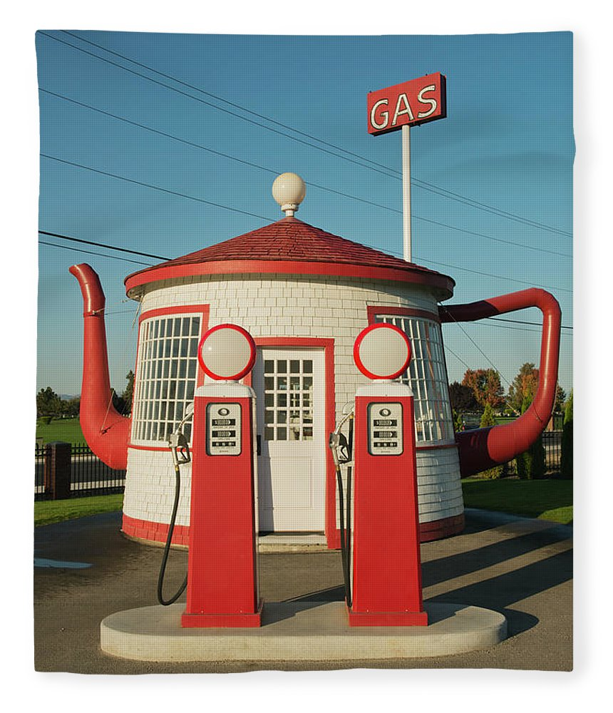 Outdoors Fleece Blanket featuring the photograph Historic Teapot Gas Station by Kevin Schafer