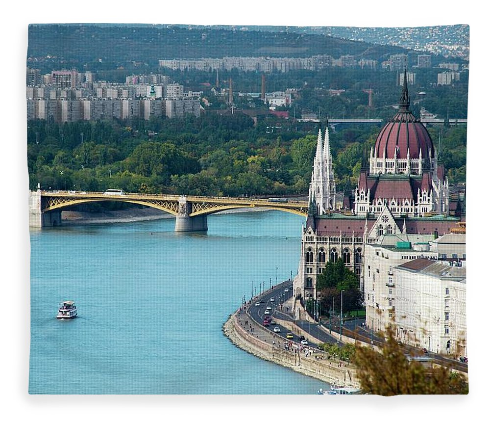 Arch Fleece Blanket featuring the photograph Hungarian Parliament Building by Paul Biris