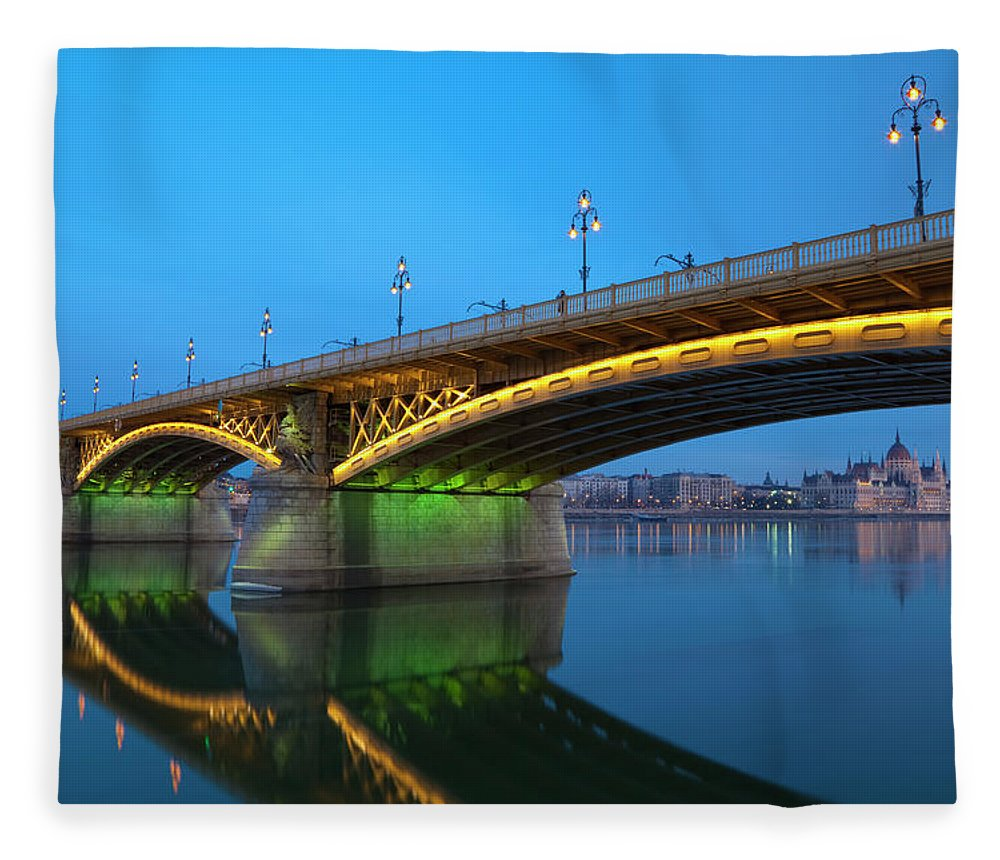 Town Fleece Blanket featuring the photograph Margaret Bridge And The Parliament by Focusstock