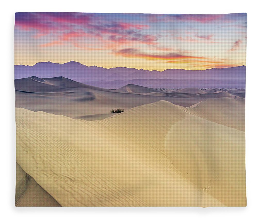 Tranquility Fleece Blanket featuring the photograph Mesquite Flat Sand Dunes by Zx1106