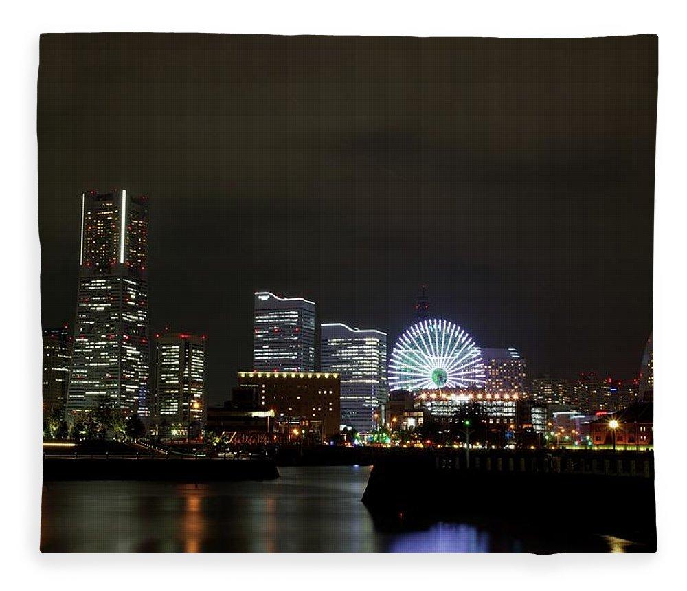 Tranquility Fleece Blanket featuring the photograph Minato-mirai by Takuya.skd