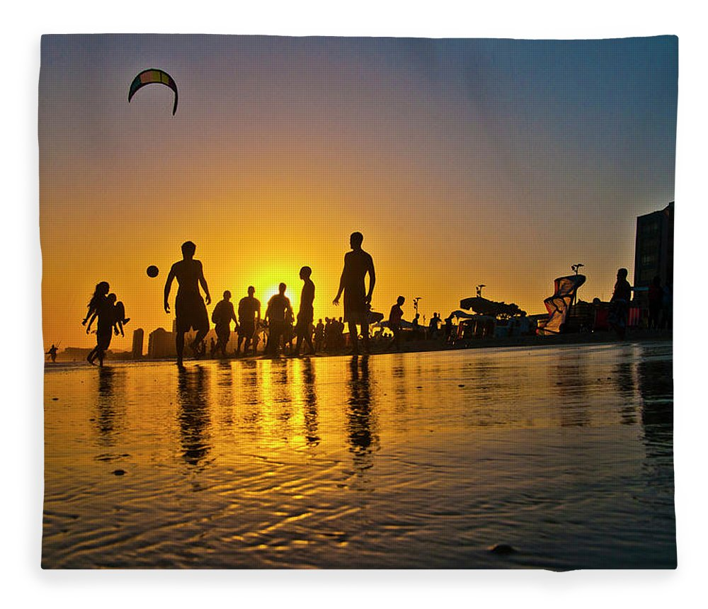 Parachuting Fleece Blanket featuring the photograph People Having Fun In The Beach by Giovani Cordioli
