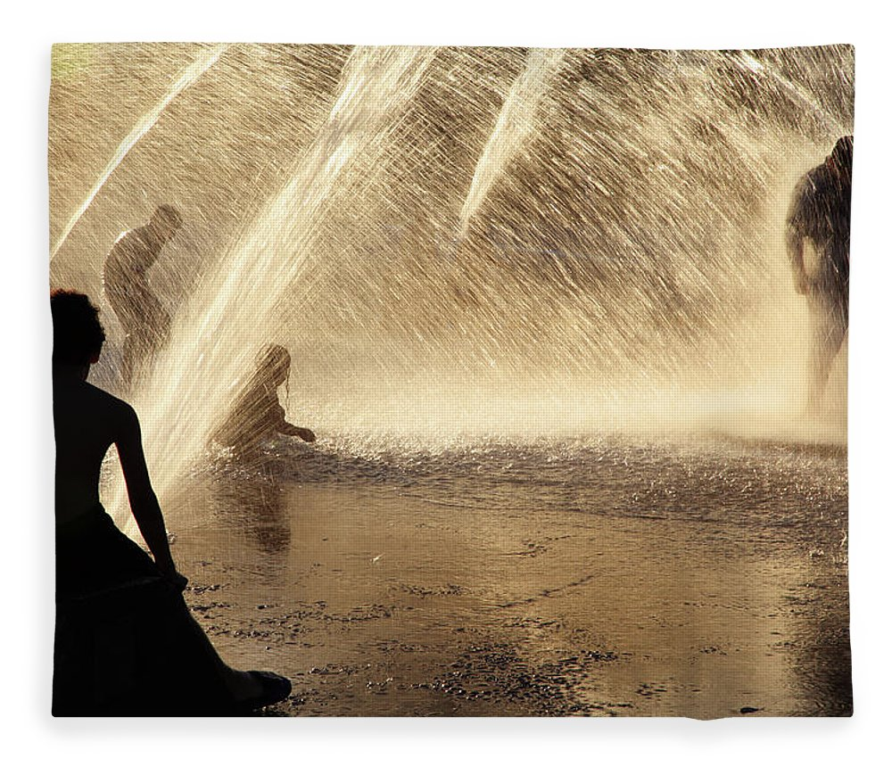 People Fleece Blanket featuring the photograph Playing In The Fountain by Zeb Andrews