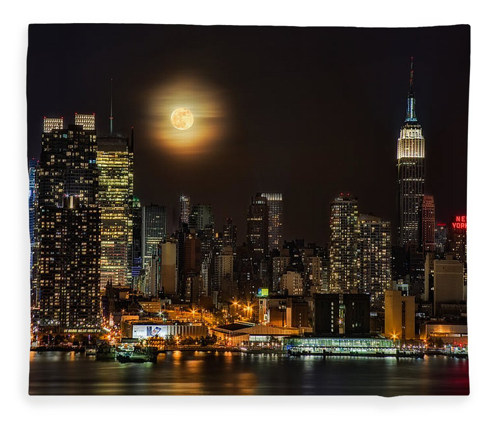 Empire State Building Fleece Blanket featuring the photograph Super Moon Over Nyc by Susan Candelario