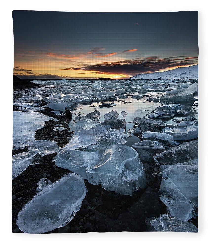 Scenics Fleece Blanket featuring the photograph When The Sun Says ... Goodbye by Cresende