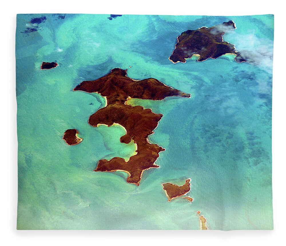 Scenics Fleece Blanket featuring the photograph Whitsunday Islands by Photography By Mangiwau