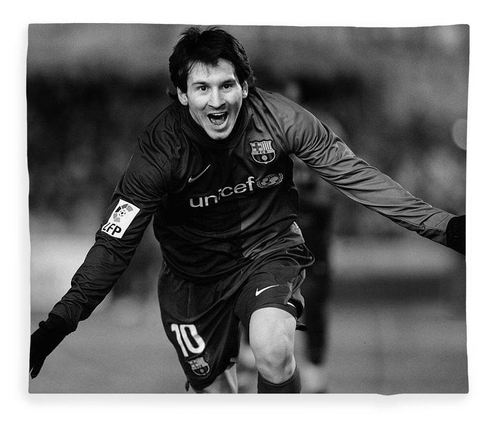 Horizontal Fleece Blanket featuring the photograph Lionel Messi 1 by Rafa Rivas
