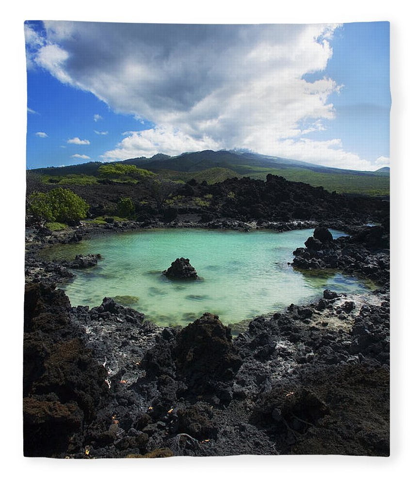 Ahihi Kinau Fleece Blanket featuring the photograph Ahihi Kinau Natural Reserve by Ron Dahlquist - Printscapes