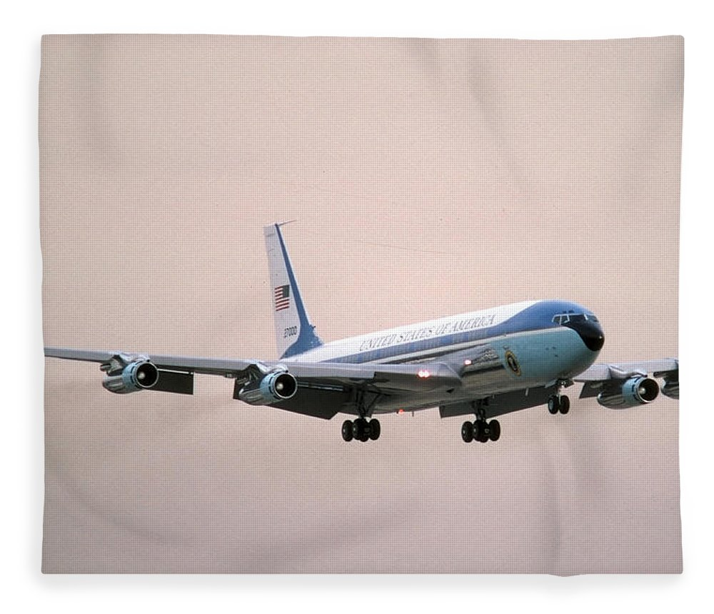 Airplane Fleece Blanket featuring the photograph Air Force One Boeing Vc-137c 72-7000 by Brian Lockett