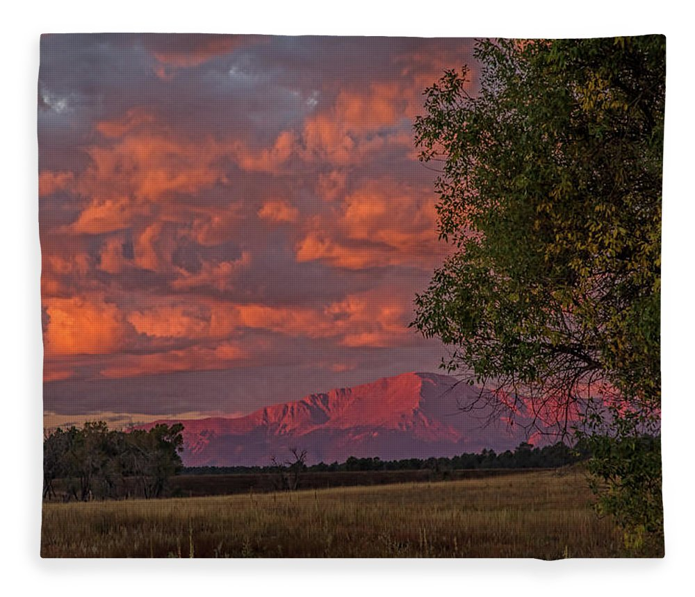 Pikes Peak Fleece Blanket featuring the photograph Beautiful Dawn by Alana Thrower