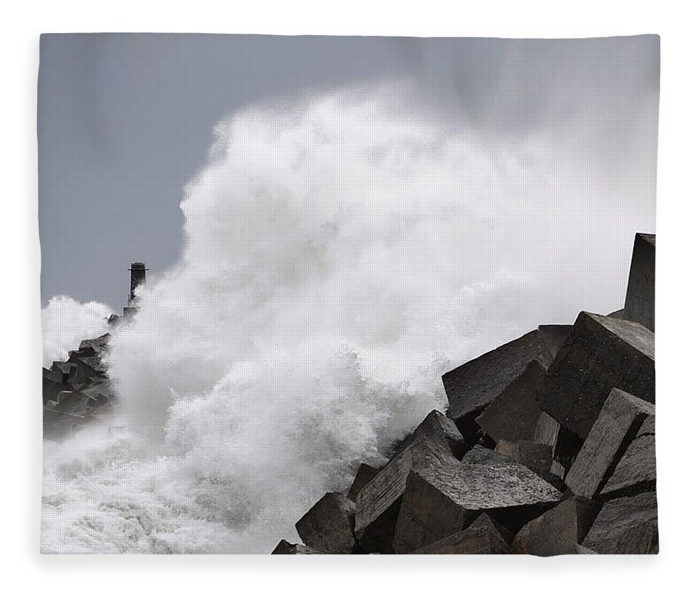 Spain Fleece Blanket featuring the photograph Big Waves II by Rafa Rivas