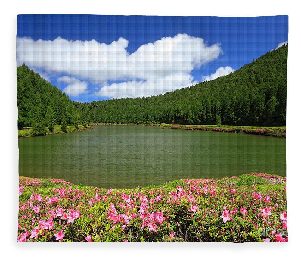 Azoren Fleece Blanket featuring the photograph Empadadas Lakes by Gaspar Avila