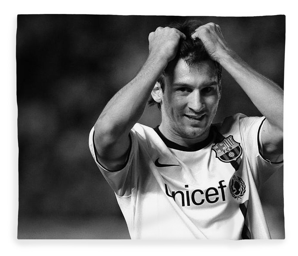 Horizontal Fleece Blanket featuring the photograph Messi by Rafa Rivas