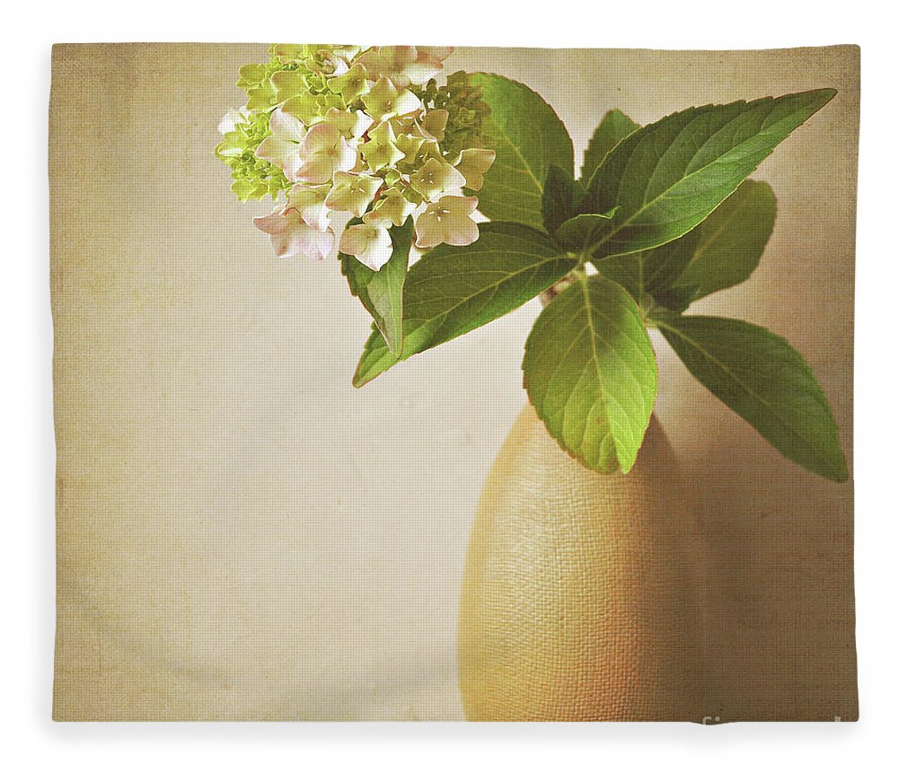 Hydrangea Fleece Blanket featuring the photograph Hydrangea With Leaves by Lyn Randle