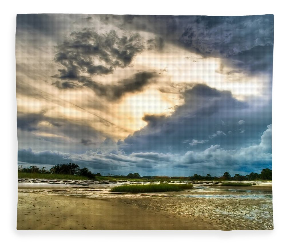 Beach Fleece Blanket featuring the photograph Majestic Sky by Rich Leighton