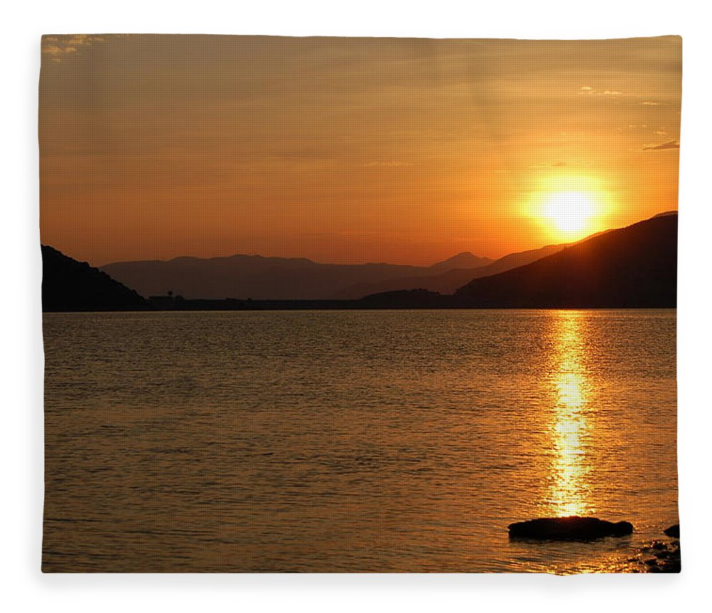 Silverwood Lake Fleece Blanket featuring the photograph Silverwood Sunrise by Christine Owens
