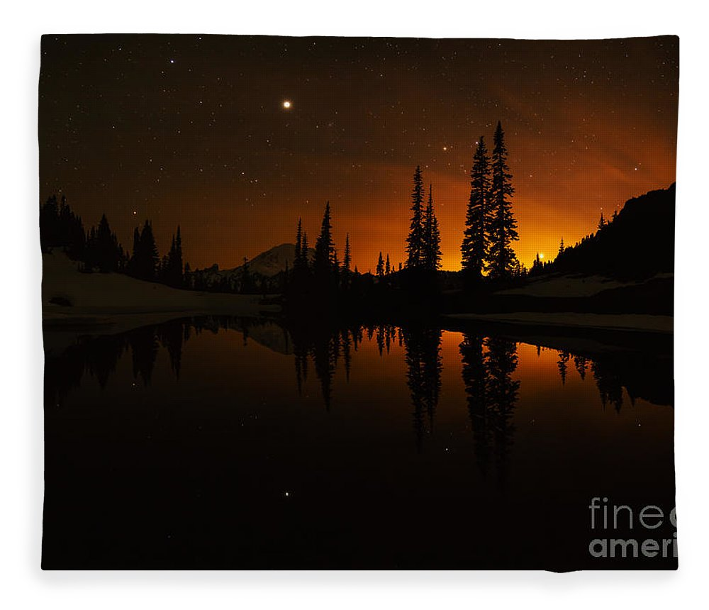 Tipsoo Fleece Blanket featuring the photograph Tipsoo Amongst The Stars by Mike Reid