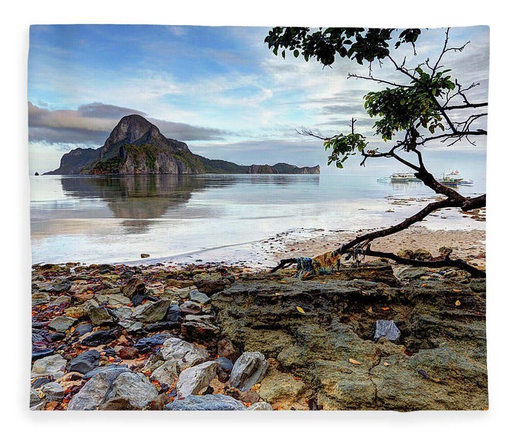 Water's Edge Fleece Blanket featuring the photograph Beautiful El Nido Landscape by Vuk8691