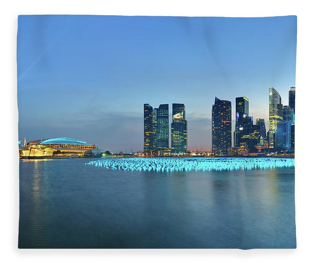 Tranquility Fleece Blanket featuring the photograph Singapore Marina Bay by Fiftymm99