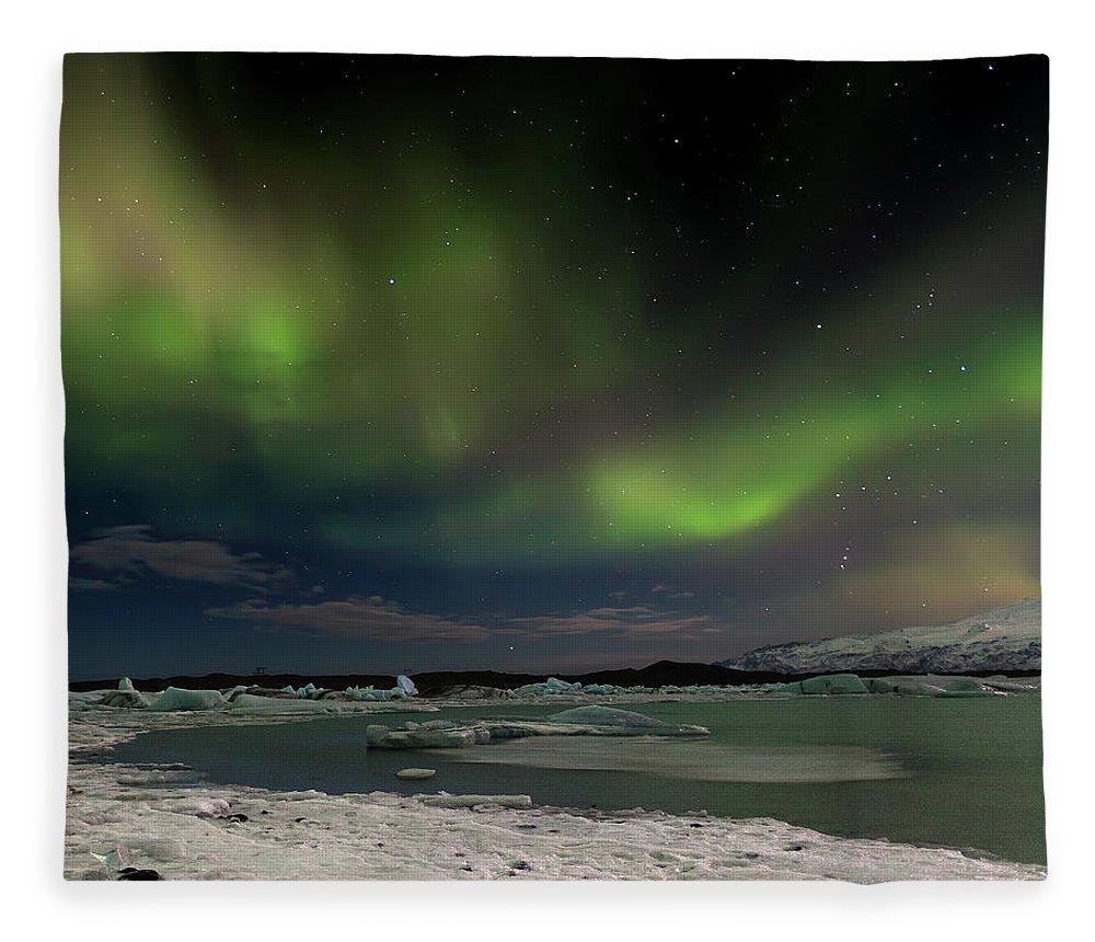 Scenics Fleece Blanket featuring the photograph Auroras En Jokulsarlon Islandia by Martin Zalba