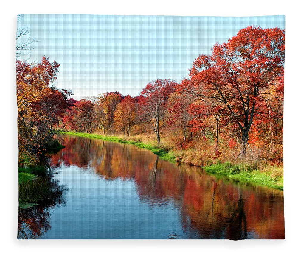 Water's Edge Fleece Blanket featuring the photograph Autumn In Wisconsin by Jenniferphotographyimaging