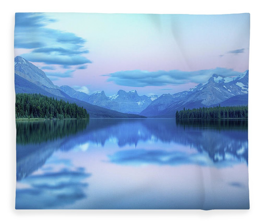 Moraine Lake Fleece Blanket featuring the photograph Dusk On Maligne Lake by Bike maverick
