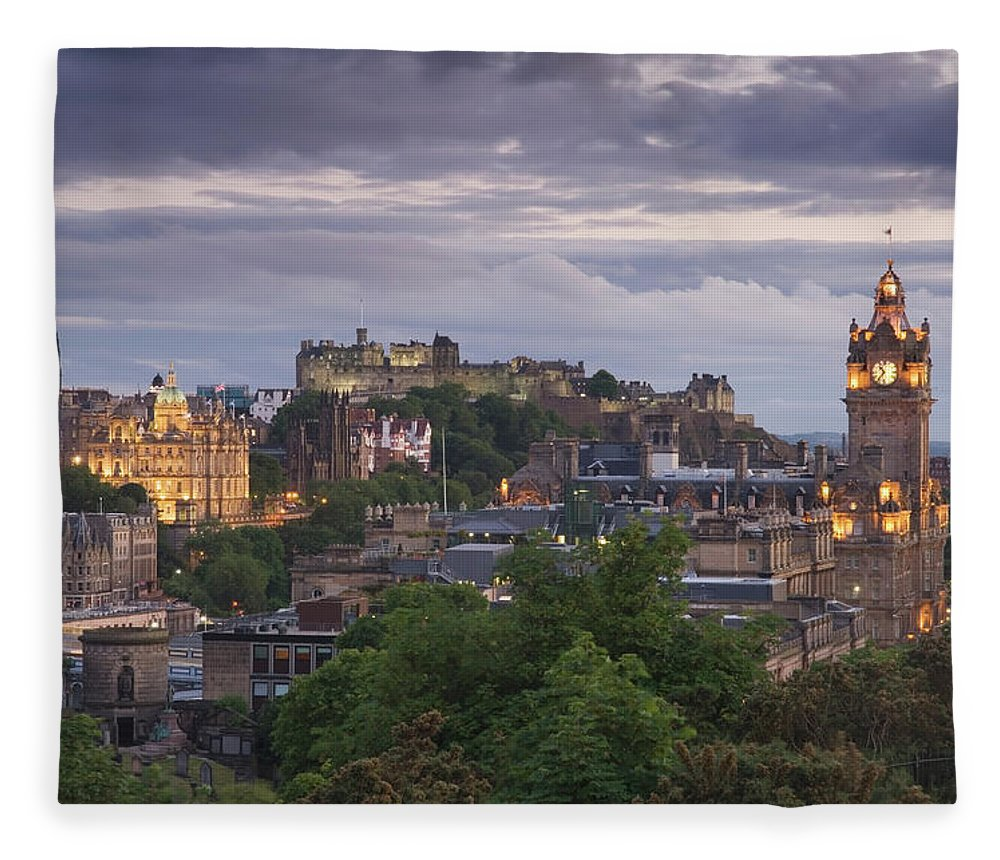 Lothian Fleece Blanket featuring the photograph Edinburgh At Dusk by Northlightimages